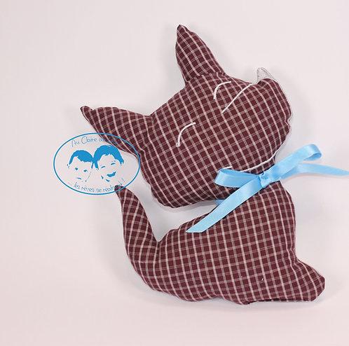 Coussin chien bordeaux à carreaux fond gris et ruban bleu