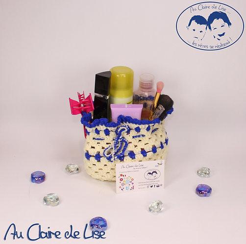 Pochon-panière ivoire et bleu vif en maille ruban