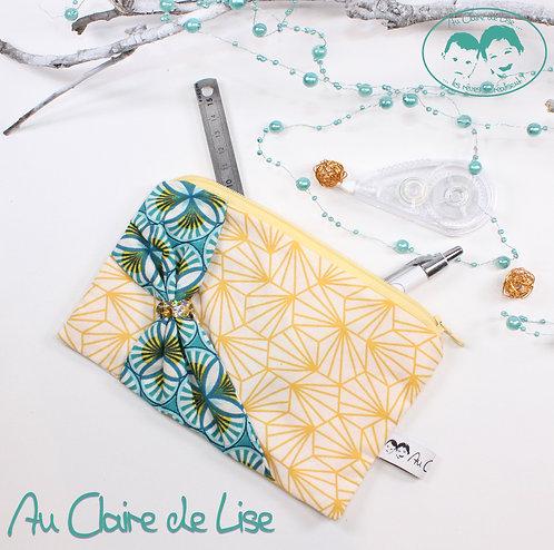 Trousse plate girly noeud en biais wax et géométrie jaune