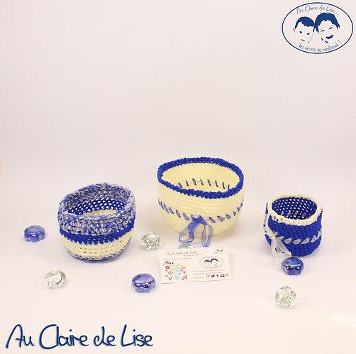 Ensemble de panières ivoire et bleu vif en maille ruban