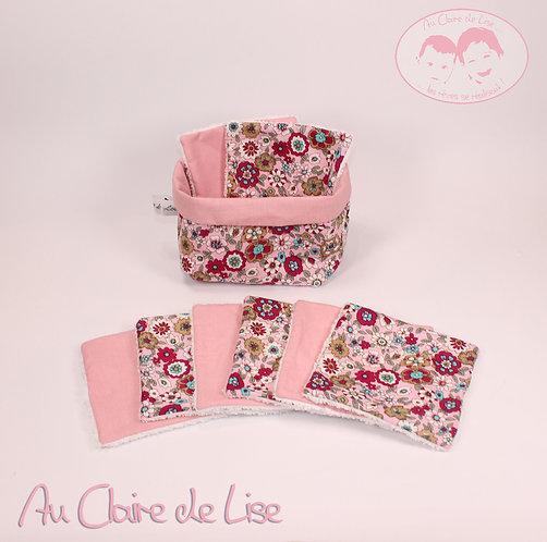 Panière avec ses 8 lingettes avec ses jolies fleurs rose