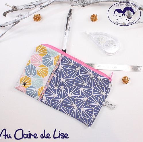 Trousse plate girly bi-imprimés géométrie rose bleu jaune et géométrie bleu
