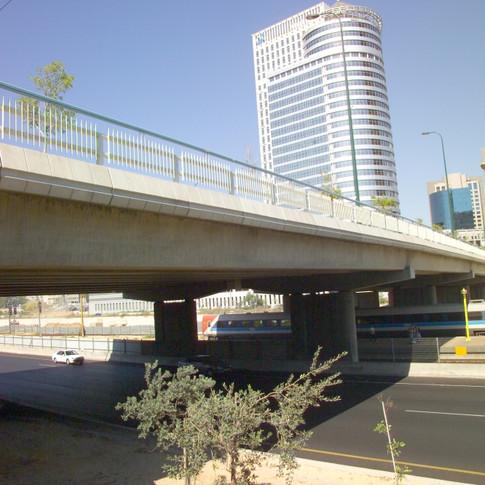 גשר יצחק מודעי ממערב למזרח