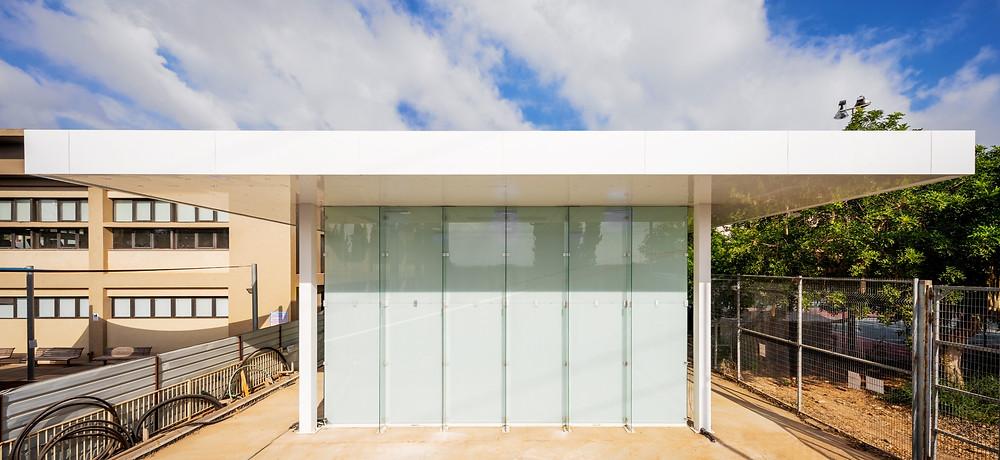המגרש של טיפוינט עשוי ברזל וזכוכית וניתן להקימו בכל מקום כגון מרכז עיר, פארקים או חצרות ביניינים