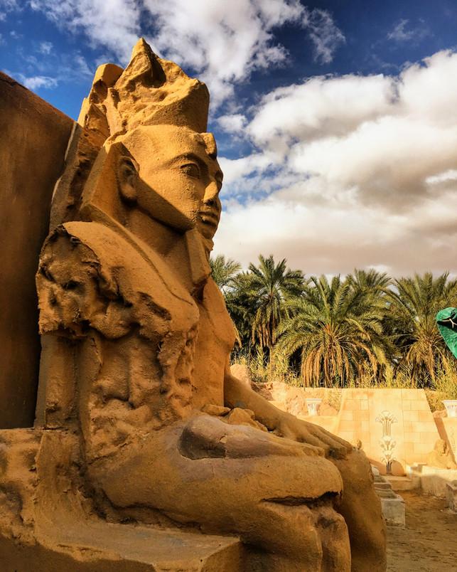 Pharaon, Statue