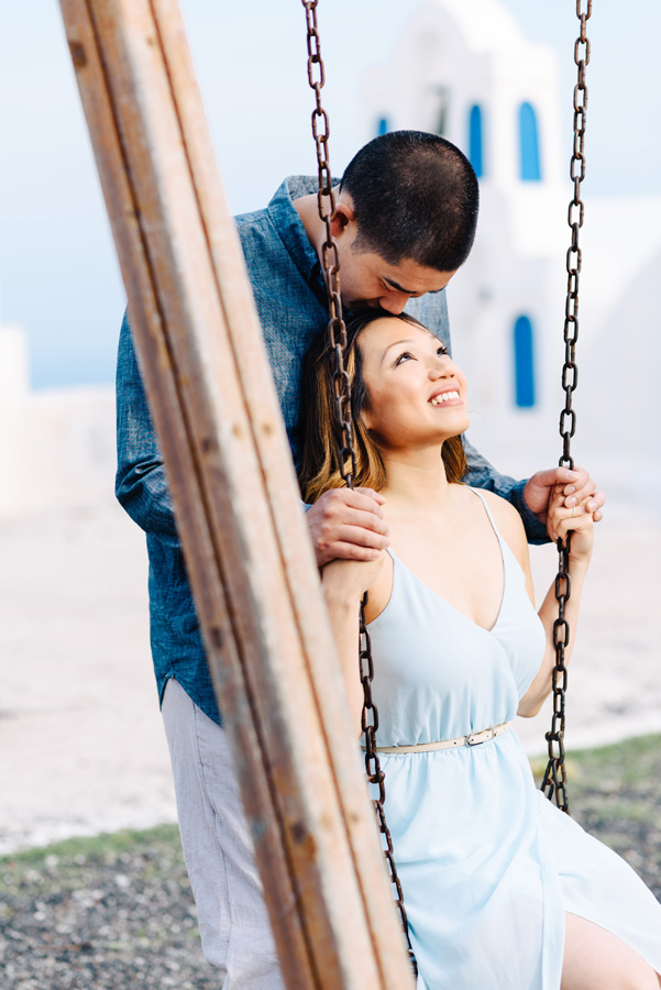 photo-couple-in-love-santorini
