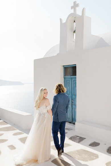 AN OUTSTANDING VIDEO OF A FAIRYTALE ELOPEMENT IN SANTORINI