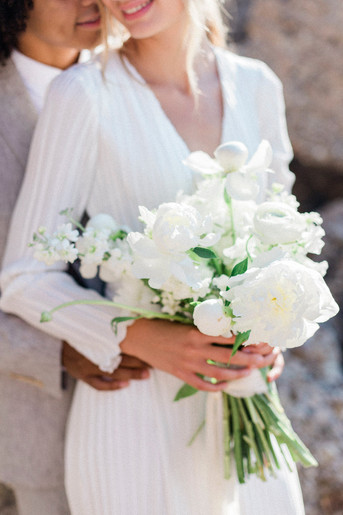 A COLLECTION OF WHITE FLOWER BOUQUETS THAT STOLE OUR HEART