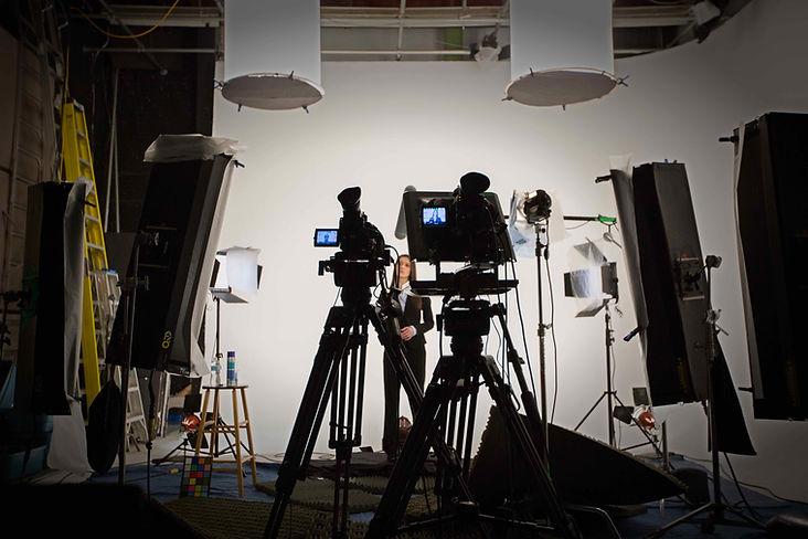 Notre studio de tournage situé à Montréal offre de l'équipement complet de grip et d'éclairage