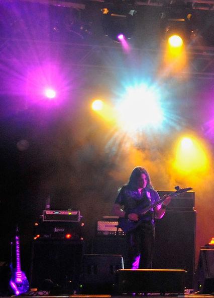 Jesús_Díez_performing_live.jpg