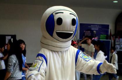 GENECS : Mau jalan - jalan ke luar angkasa?