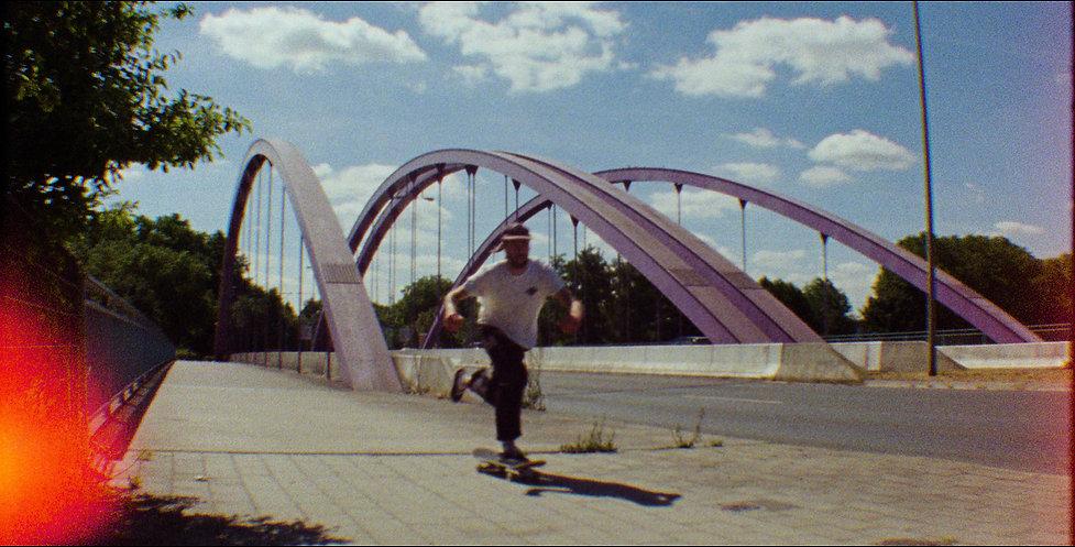 Almaros_TTH_Film_V4_Vimeo.00_01_02_02.St