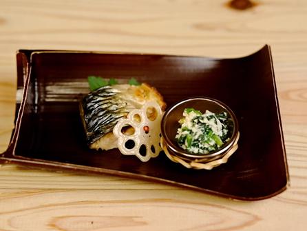 鯖の塩焼き 華蓮根 法蓮草の白和え
