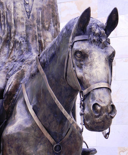 Equestre em bronze