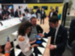 Magicien pour Salon Professionnel Laurent Crespo Mentaliste Salon à Paris et dans toute la France Augmenter la visibilité de votre stand grâce à la Magie et le Mentalisme