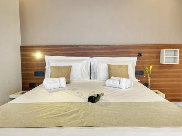 camera da letto arredamento su misura bed and breakfast (5).jpg