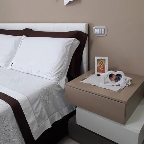 Camera da letto moderna con #como e #com