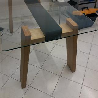Tavolo moderno piano vetro piede in legn
