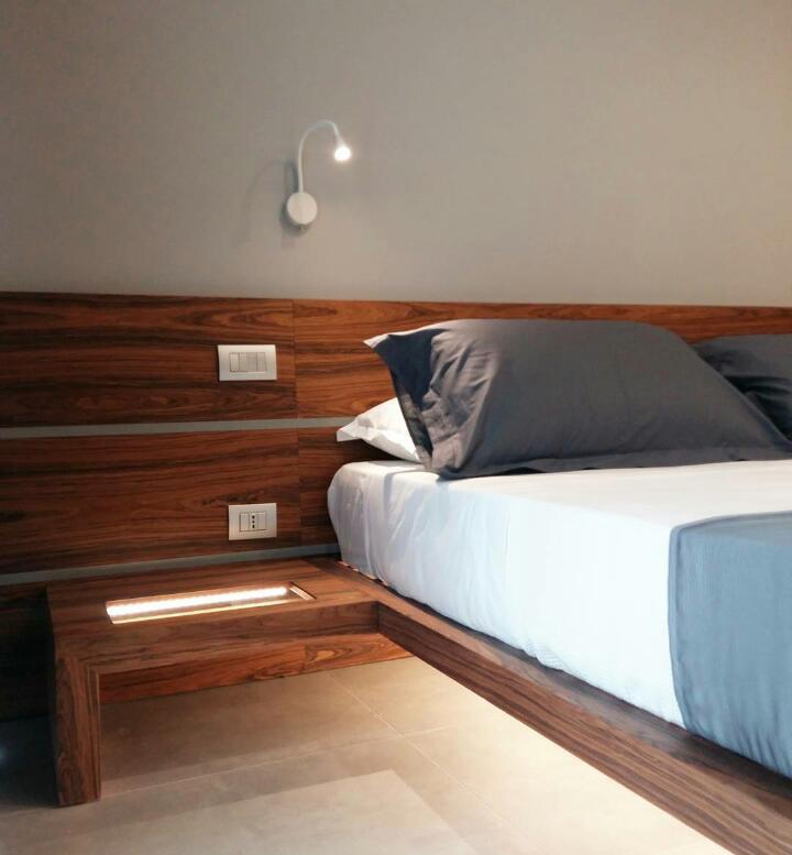 comodino integrato struttura letto