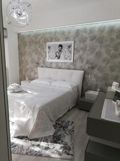 Camera da letto moderna letto in pelle