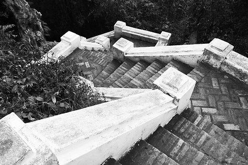 46 LUANG PRABANG, LAOS - WAT STEPS 2010