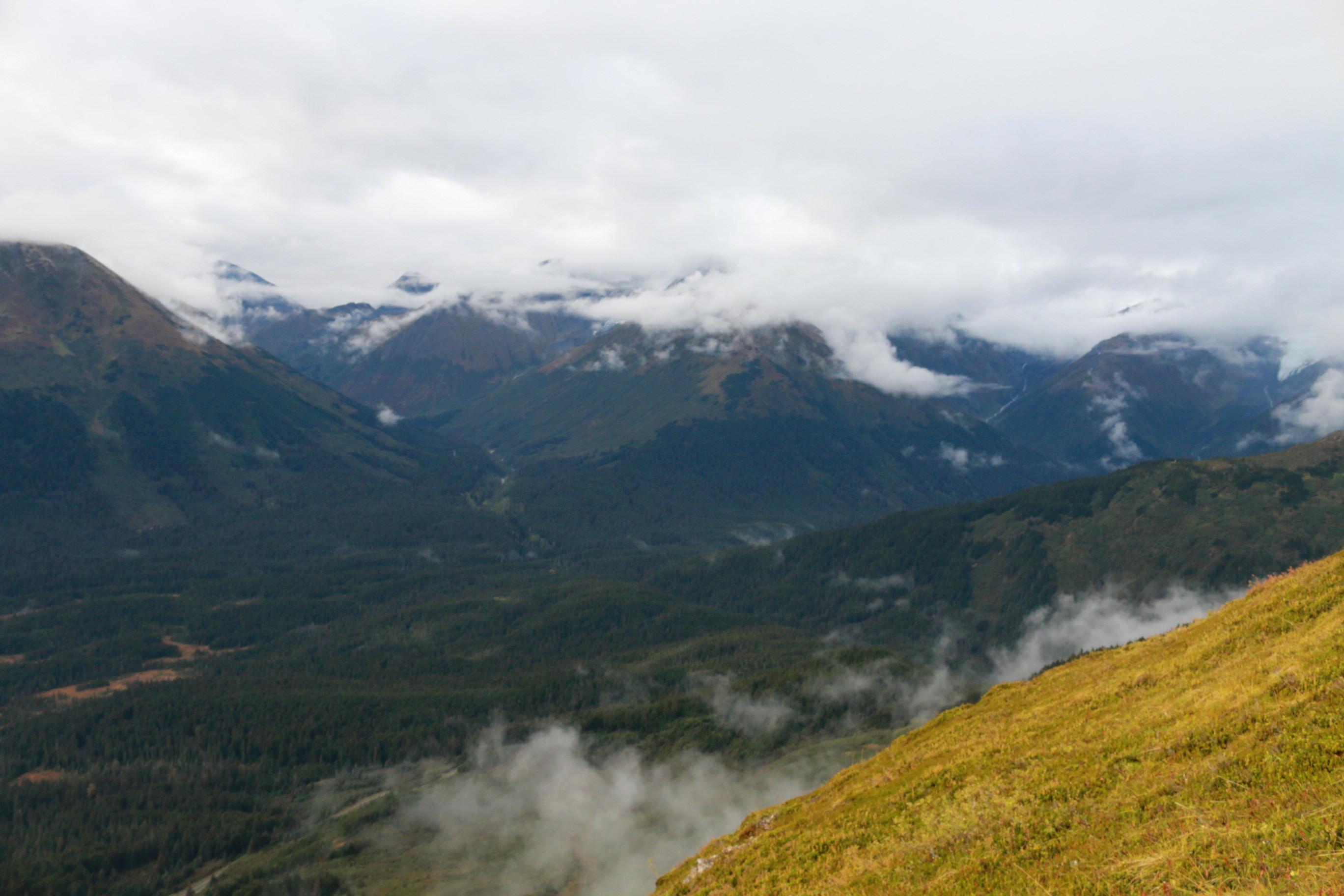 Туман прячет ледники