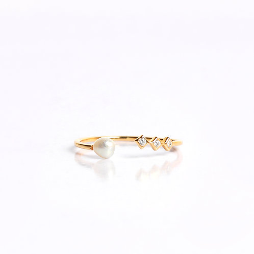 Keshi Pearl & American Diamonds minimal ring