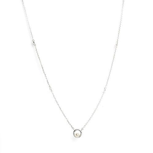 Hammer finished circle Keshi Pearl pendant