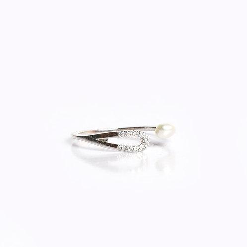 Single Keshi pearl with American Diamond tear drop ring