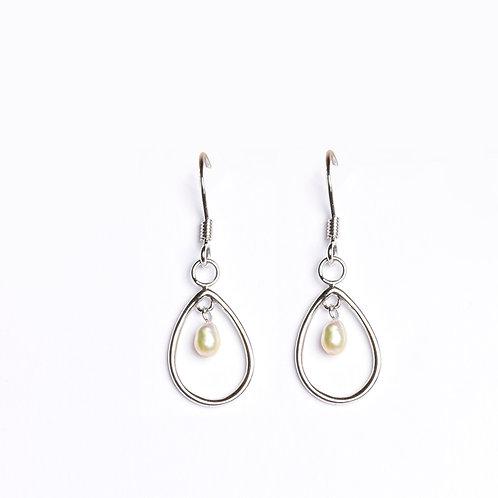 Minimal Keshi drop earrings