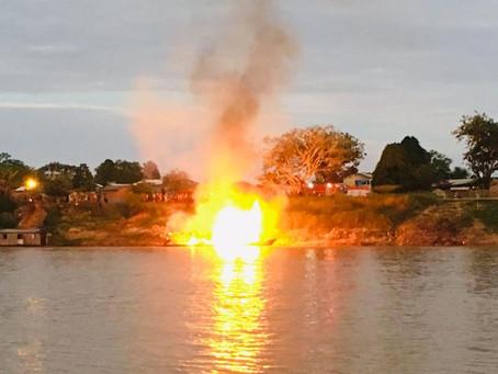 Barco explode em rio e deixa 18 gravemente feridos
