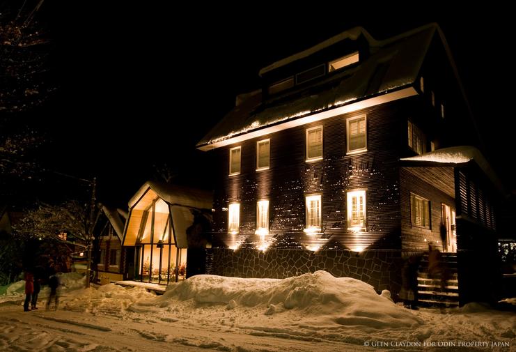 Exterior Kimamaya-Barn-night.png