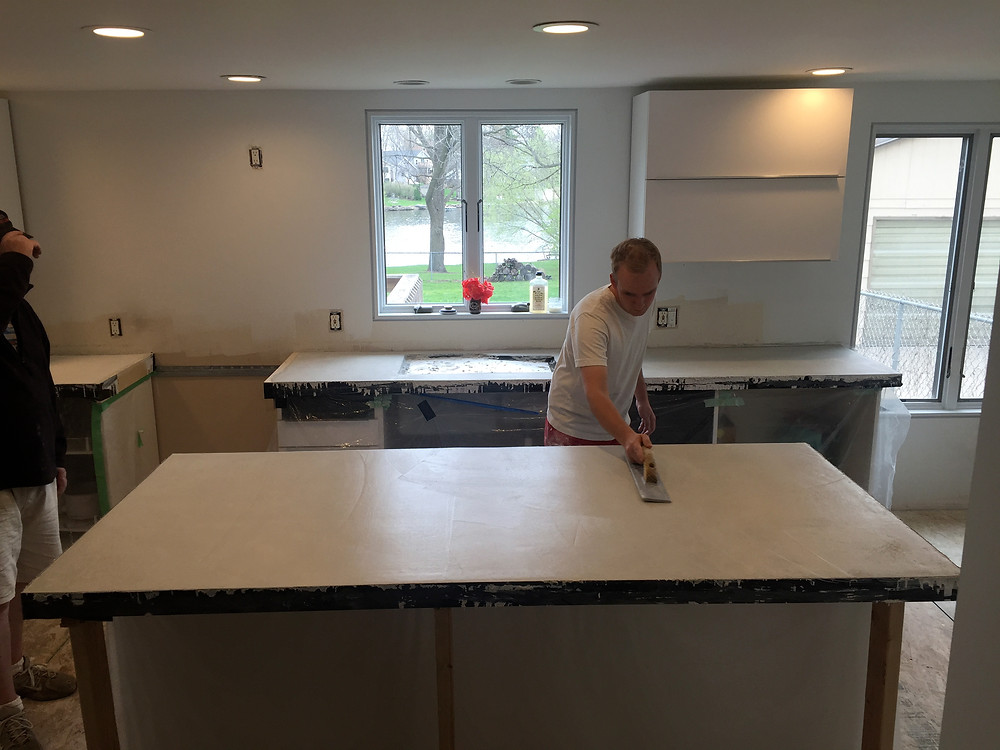 Final touches to level concrete countertops