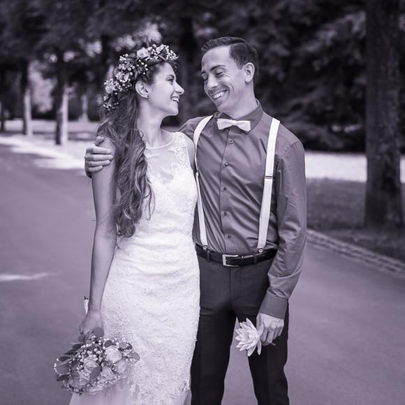 Glückliches Brautpaar auf Hochzeitsfoto von Capmore Photography