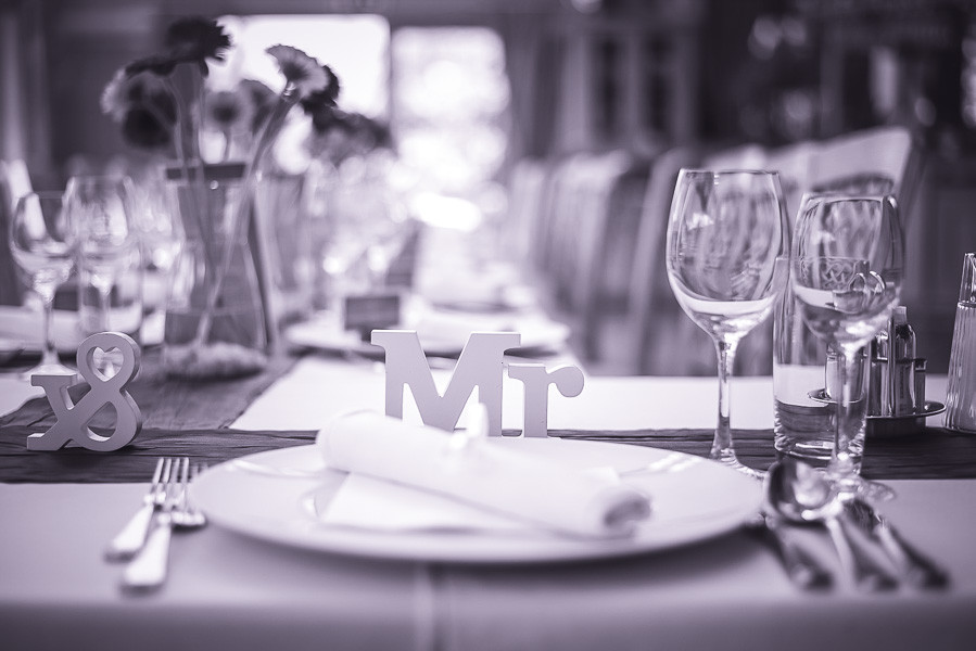 Hochzeitsfoto zeigt Tischdeko auf kärntner Hochzeit