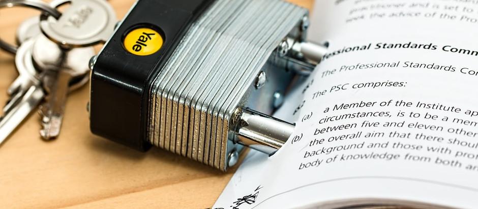 Quais as diferenças entre auditar e analisar contratos de TI?