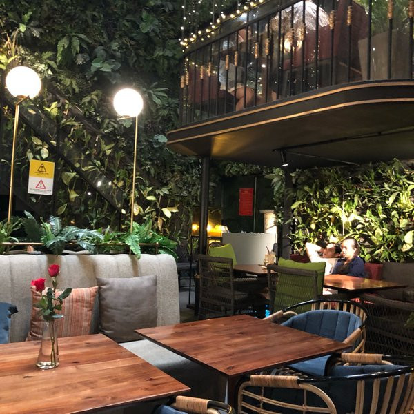 romantic coffee shops in Saigon