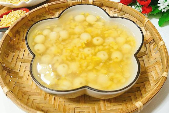Chè with lotus seed