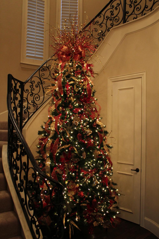 Christmas tree decorating serviChris
