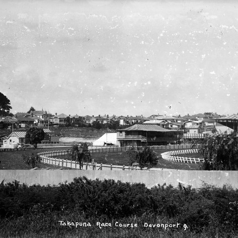 Looking south showing the Takapuna Racecourse (centre), part of Mount Victoria (far left), Albert Road (extreme left), houses in Lake Road (diagonal centre to left), Allenby Avenue (centre left diagonal) 1910