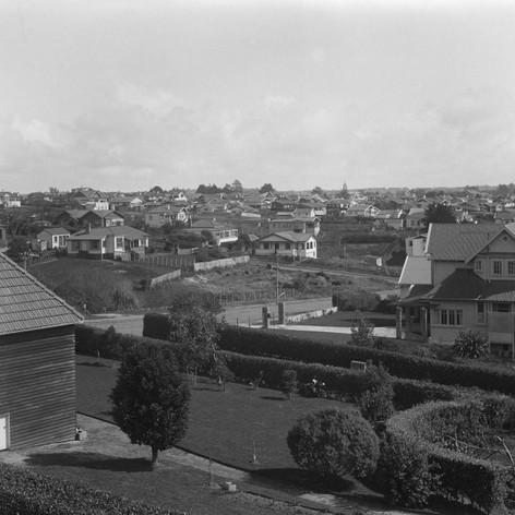 Hauraki Road (across centre) and eastern part of Takapuna