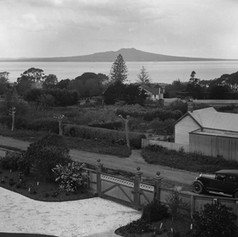 Looking east from Sir Henry Brett's house, showing Killarney Street (foreground), The Promenade (left) and Hurstmere Road (left to right across centre) 1925