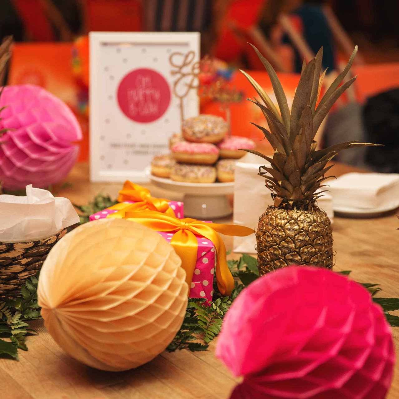 Flamingo Party, Pink Party, Birthday Party, Geburtstagsparty, Partydeko, Geburtstagsdeko, Dekokit, Dekoideen, Honeycombs, Ananas, Hawaii Party