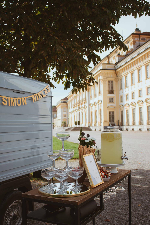 Horst, Sektempfang, Horst on Tour, Hochzeit, mobile Bar, Pop up Bar, Foodtruck, Barkeeper, München, Standesamt,  Schloss Schleißheim, Schlossgarten Oberschleißheim