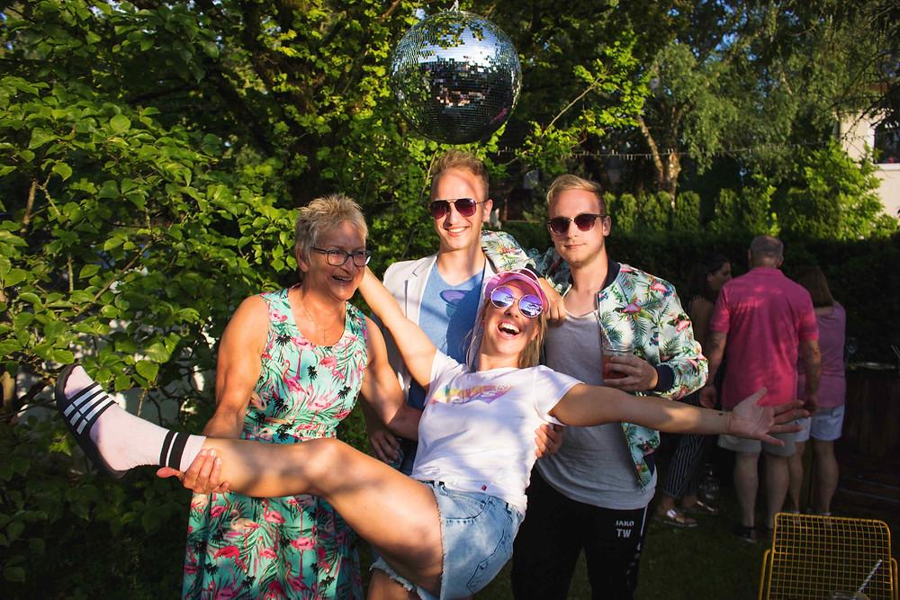Geburtstag, Geburtstagsfeier, Partyidee, Gartenfest, Partytipp, Party aus der Box, Deko, Gartenparty, Geburtstagsfeier, Ballons, Discokugel