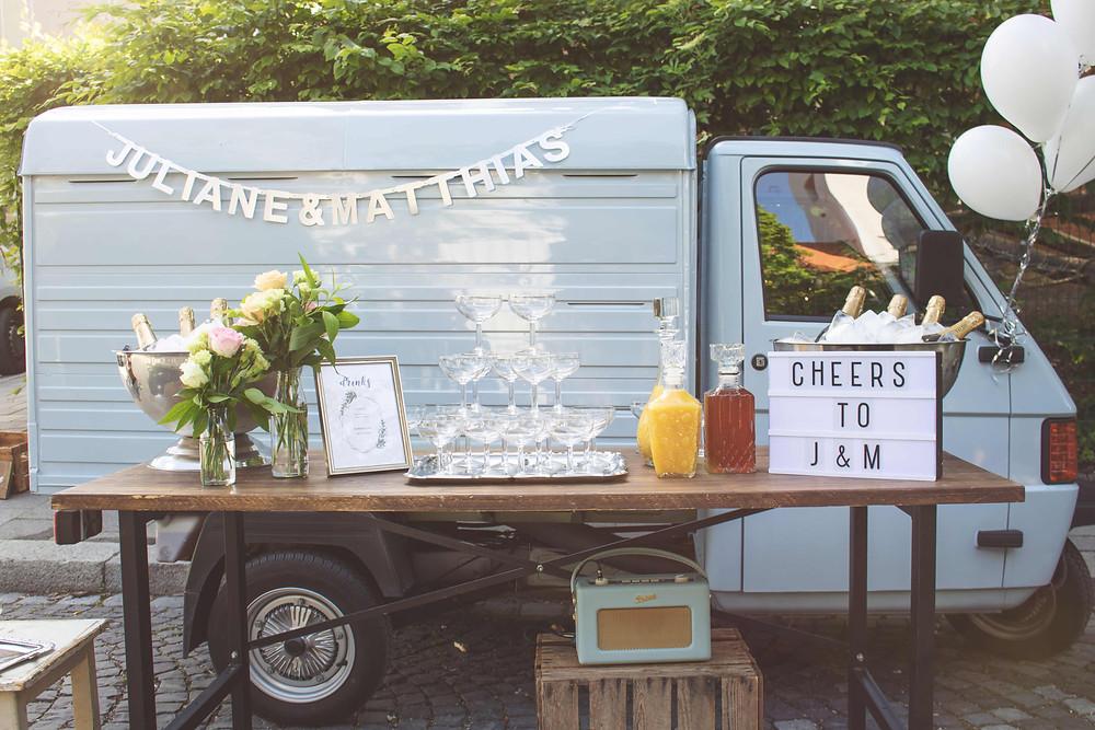 Horst, Sektempfang, Horst on Tour, Hochzeit, mobile Bar, Pop up Bar, Foodtruck, Barkeeper, München, Standesamt, Kirche, Dietramszell, Sankt Leonhard