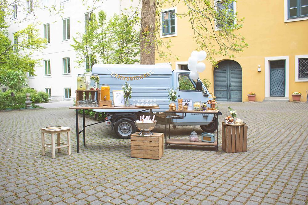 Horst, Sektempfang, Horst on Tour, Hochzeit, mobile Bar, Pop up Bar, Foodtruck, Barkeeper, München, Standesamt, Kirche, St.Michael, Innenstadt, München