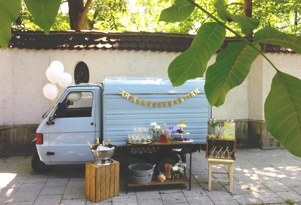 Horst, Sektempfang, Horst on Tour, Hochzeit, mobile Bar, Pop up Bar, Foodtruck, Barkeeper, München, Standesamt, Mandlstraße