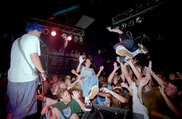 Blink-182_at_the_Showcase_Theater_in_Cor