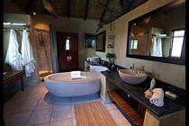 Zenzele River Lodge Chalet Bathroom